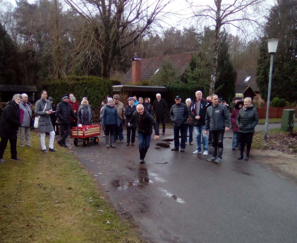 Irene K. und Ihre Gruppe beim Boßeln im Resort Lüneburger Heide