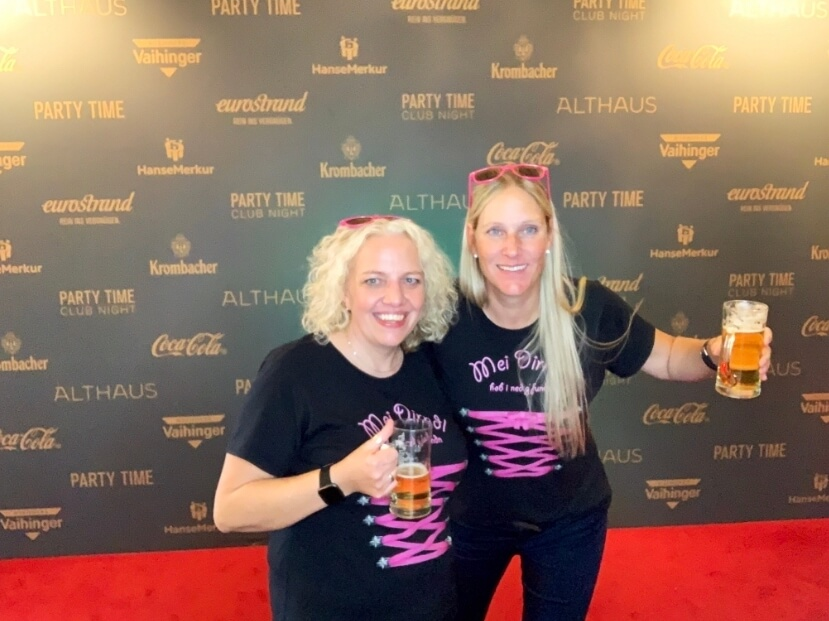Nicole und ihre beste Freundin waren bei der PARTY TIME.